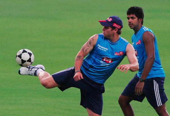 इंडियन प्रीमियर लीग 2012: सबसे बेहतरीन गेंदबाजी औसत 10