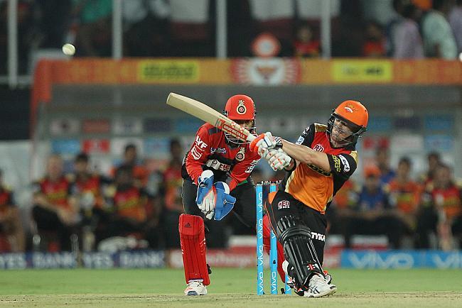 ट्वीटर रिएक्शन: आज वार्नर की तूफानी पारी की बदौलत हैदराबाद ने बंगलौर को 15 रनों से हराया 8