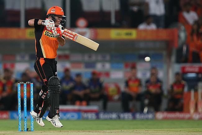 आईपीएल 9: एकतरफा मैच में डेविड वार्नर ने नाबाद 90 रनों की बदौलत दर्ज की आईपीएल की पहली जीत 10