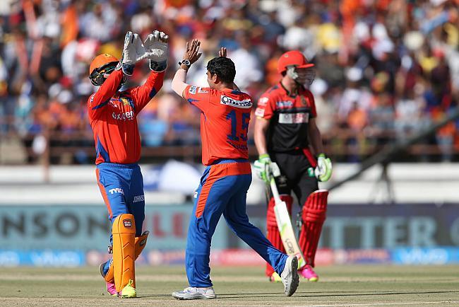 मैच रिपोर्ट: गुजरात के बल्लेबाजों की छोटी पारी के आगे विराट की विराट पारी बेकार 13