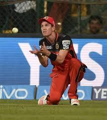 घुटने की चोट के कारण रॉयल चैलेंजर्स बैंगलोर का तेज गेंदबाज़ हुआ आईपीएल से बाहर 3