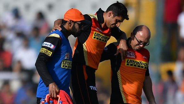आईपीएल 9 के बाकी मैचों से बाहर हुए तेज गेंदबाज आशीष नेहरा 15