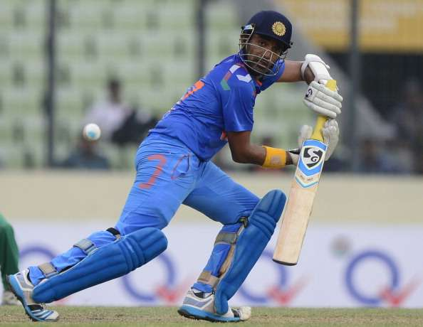धोनी या कोहली ने नहीं बल्कि इस भारतीय खिलाड़ी  ने की थी रोहित शर्मा को 264 रन बनाने में मदद, अब है टीम से बाहर 5