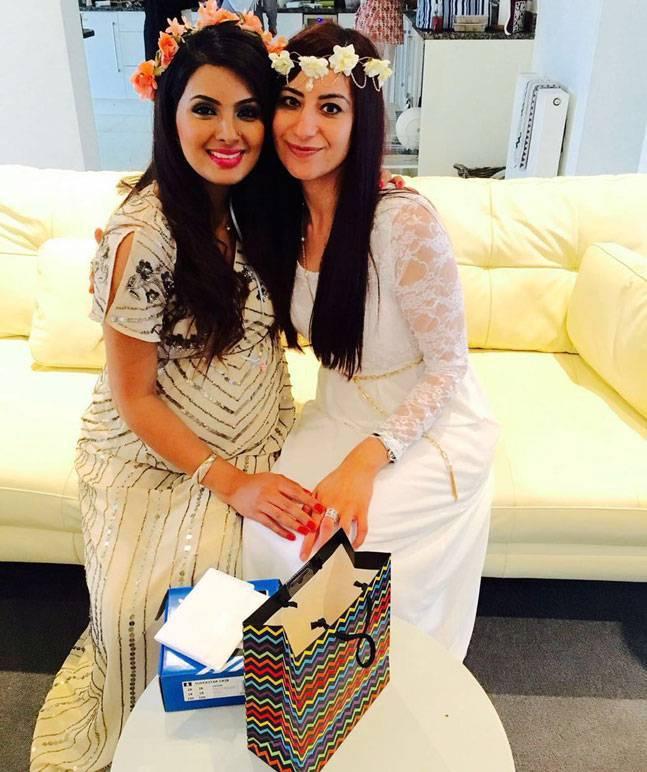 भारतीय स्टार क्रिकेटर हरभजन की पत्नी गीता बसरा की गोद भराई रस्म की झलकियाँ