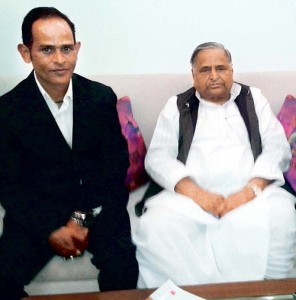 Narendra Singh Dhoni brother of Crickter Mahendra Singh Dhoni join Samajwadi party in Lucknow