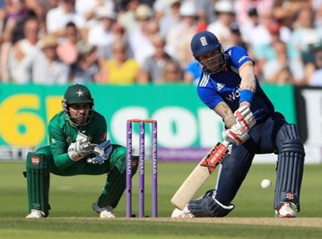 वनडे इतिहास के सबसे बड़े स्को र के सामने पाक ने घुटने टेके, 169 रन से मिली मात 8