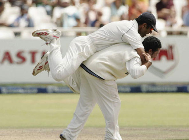 इतिहास के पन्नो से: जब ऑस्ट्रेलिया से हार चुका था भारत, लेकिन सचिन ने की ऐसी गेंदबाजी कि 10 ओवर में ही दिला दिया भारत को जीत 5