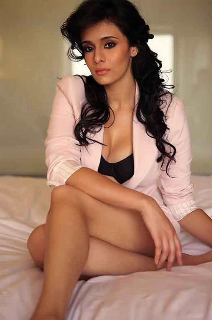25-photos-of-hottest-sports-journalist-mayanti-langer-indian-tv-anchors-18