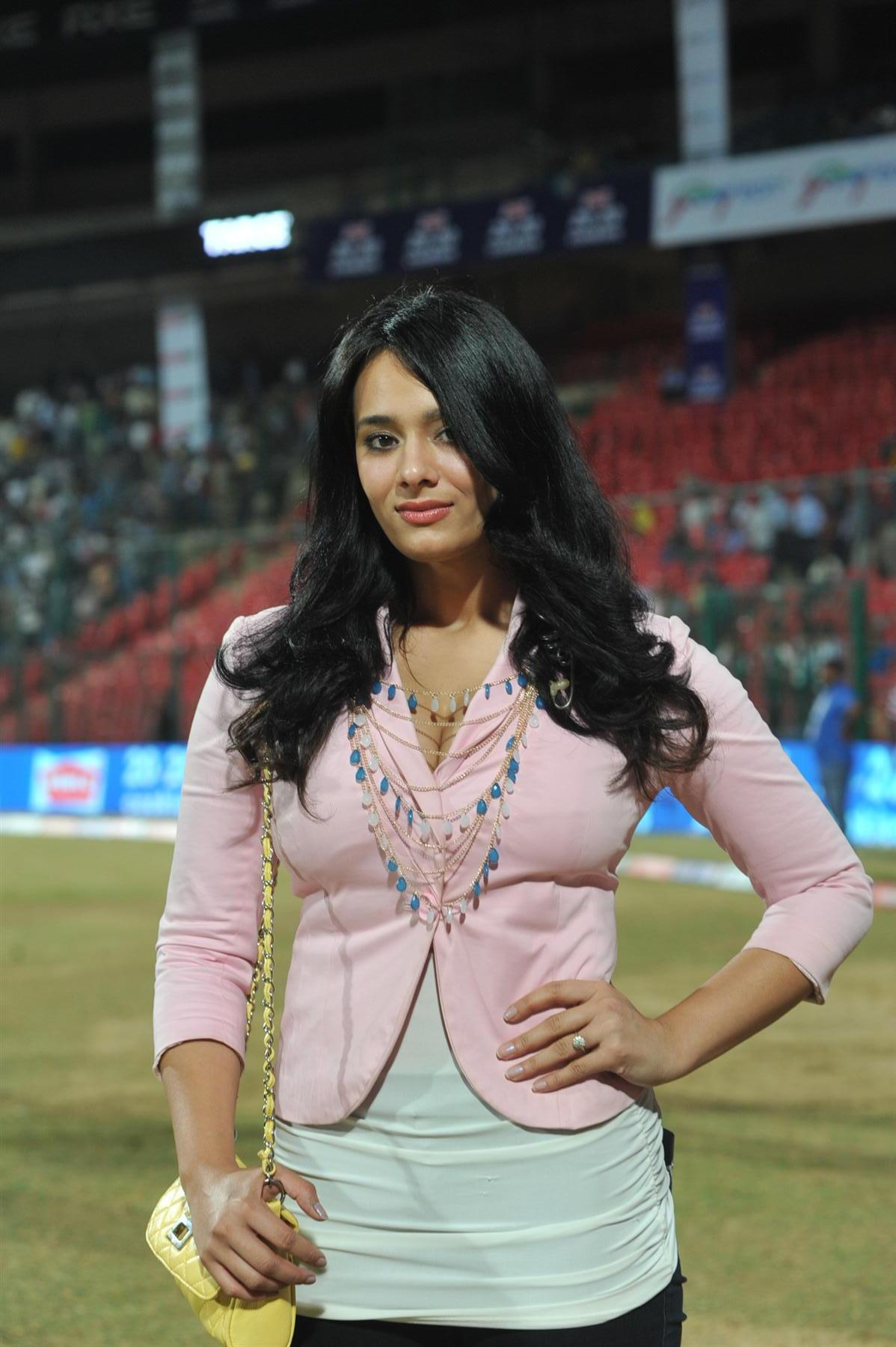 25-photos-of-hottest-sports-journalist-mayanti-langer-indian-tv-anchors-22