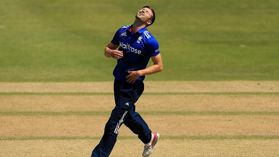 इंडिया सीरीज से पहले इंग्लैंड को बड़ा झटका चोटिल मार्क वुड हुए टीम से बाहर