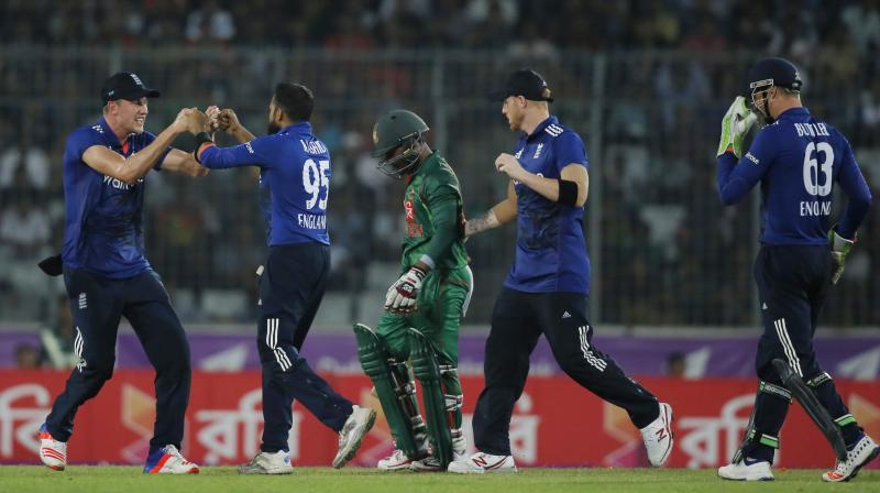 बांग्लादेश में भारतीय फैन के साथ हुई बदसुलूकी, मैदान से बाहर निकाला