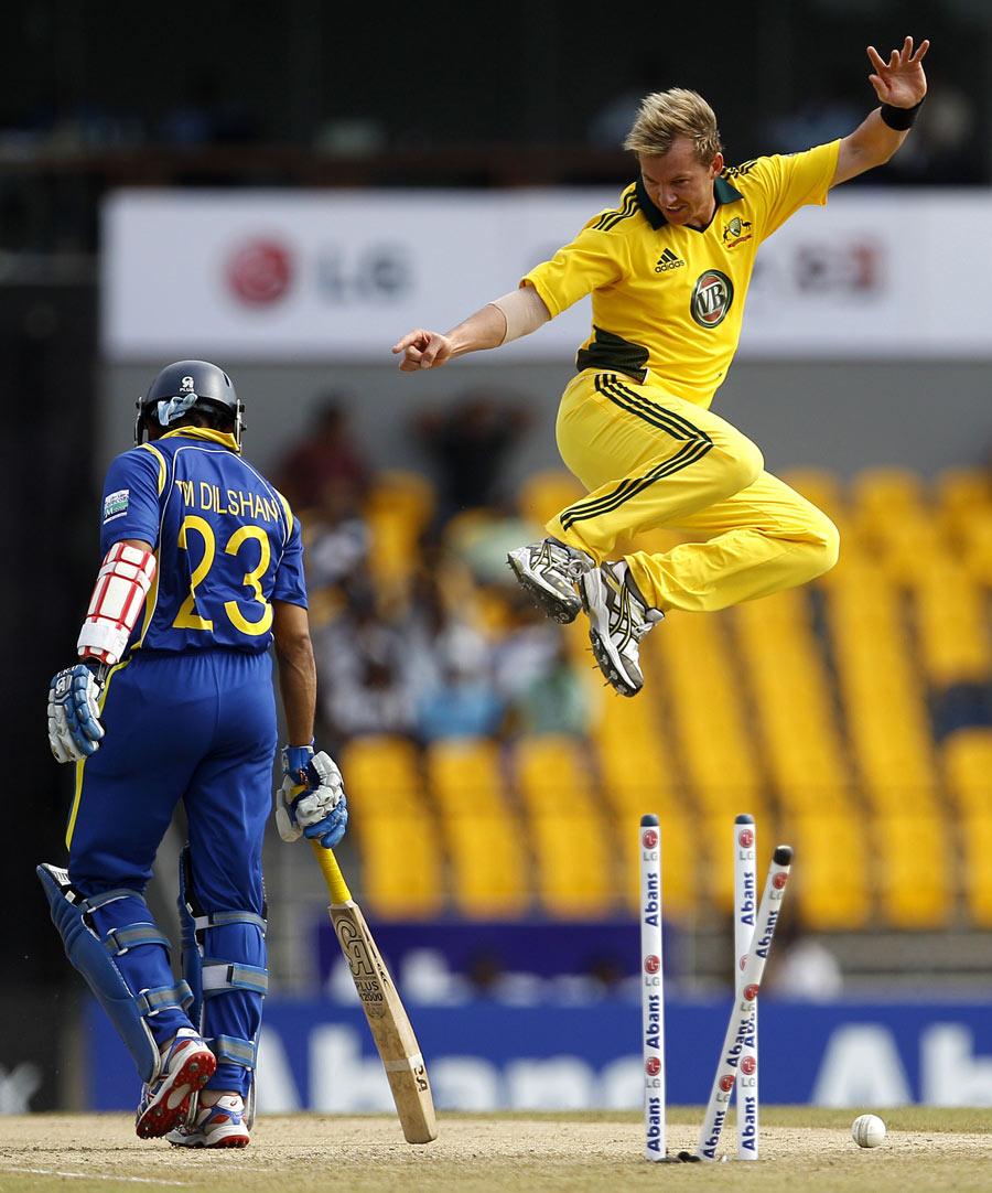 टॉप 10 ऐसे गेंदबाज़ जिन्होंने सबसे ज्यादा बल्लेबाजों कों बोल्ड कर पवेलियन भेजा, इसमें एक भारतीय 11