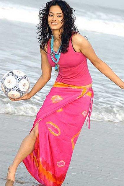 कोलकाता वनडे के दौरान मयंती लैंगर ने पहन ली ऐसी ड्रेस की एक यूजर्स ने कर डाला भद्दा कमेन्ट, मयंती ने भी दिया करारा जवाब 3