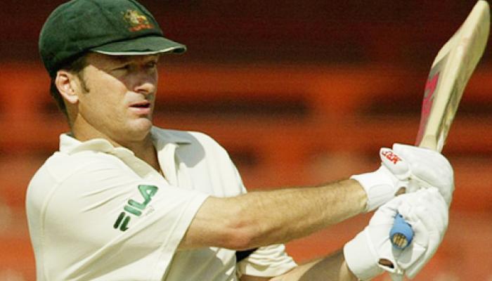 इतिहास के पन्नो से: जब ऑस्ट्रेलिया से हार चुका था भारत, लेकिन सचिन ने की ऐसी गेंदबाजी कि 10 ओवर में ही दिला दिया भारत को जीत 2