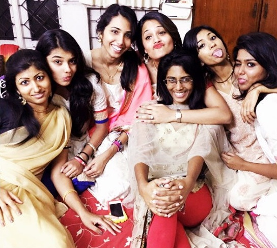 deepika-with-her-sisters