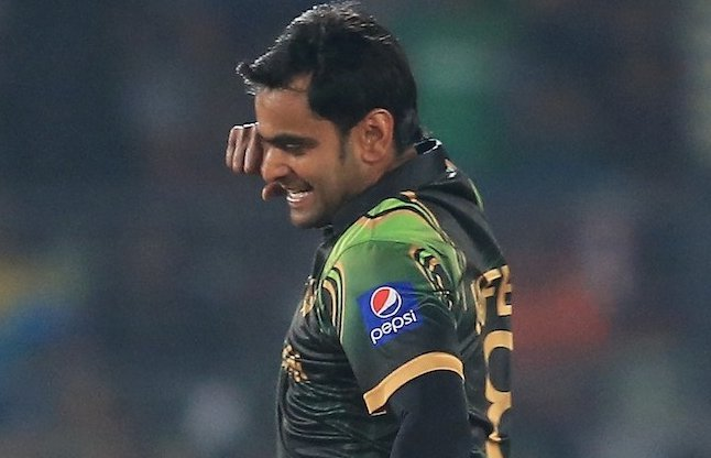 आईसीसी के द्वारा गेंदबाजी से प्रतिबंधित किए गए मोहम्मद हफिज को वसीम अकरम ने दी ये खास सलाह 6