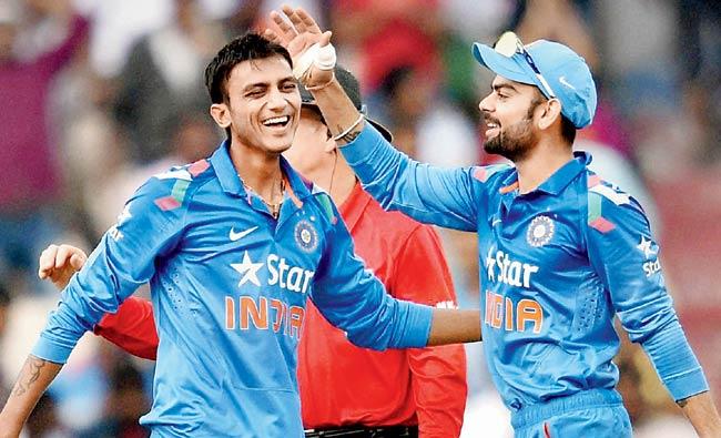 भारतीय टीम के युवा स्पिन गेंदबाज अक्षर पटेल ने विराट कोहली एंड कंपनी को लेकर दिया बड़ा बयान 33