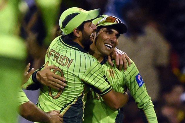 शाहिद अफरीदी ने दी मिस्बाह उल हक को खास अंदाज़ में स्पिरीट अॉफ क्रिकेट आवार्ड मिलने पर बधाई 1