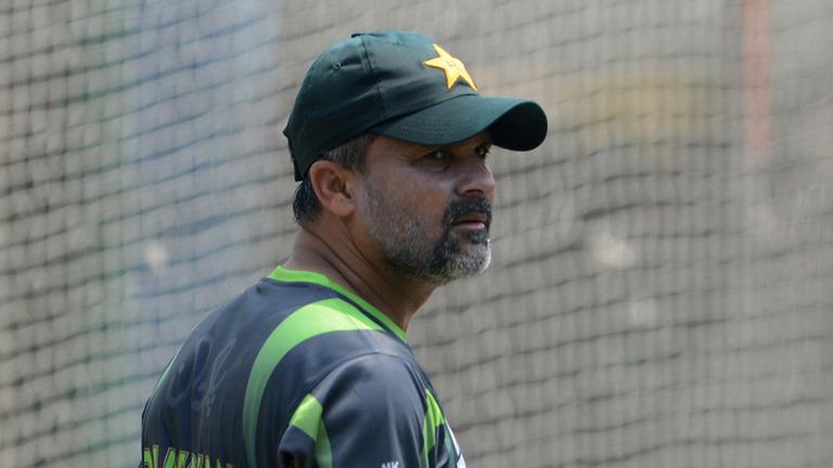अज़हर अली कप्तान बने रहने के लायक नहीं है: मोइन खान 9