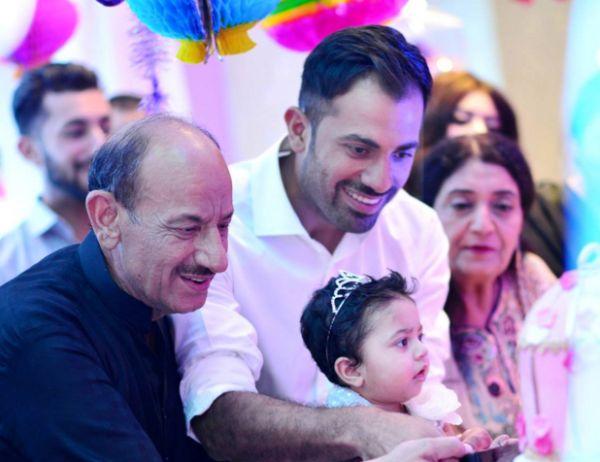 पाकिस्तान टीम के लिए बुरी खबर दिग्गज खिलाड़ी के पिता का हुआ निधन 3