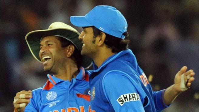 महेंद्र सिंह धोनी के कप्तानी छोड़ने के बाद हैरान  क्रिकेट के भगवान सचिन तेंदुलकर ने धोनी के लिए ये क्या कहा.... 1