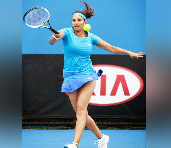 भारतीय टेनिस सनसनी सानिया मिर्जा का रहा है विवादों से नाता, जानिए कैसे खेल से लगातार सगाई और शादी तक रही चर्चा में 4