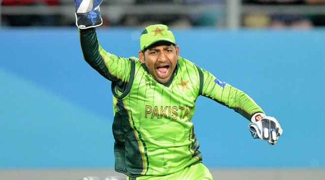 इस पूर्व दिग्गज ने कहा महेंद्र सिंह धोनी को करनी चाहिए पाकिस्तानी कप्तान सरफराज अहमद की मदद 1
