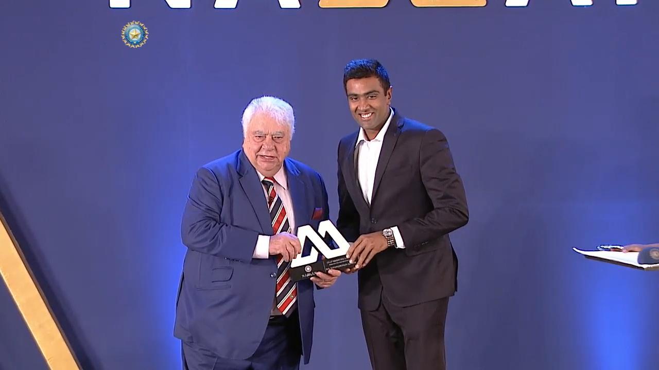 बीसीसीआई अवार्ड्स 2017: विजेताओं की पूरी सूची 15