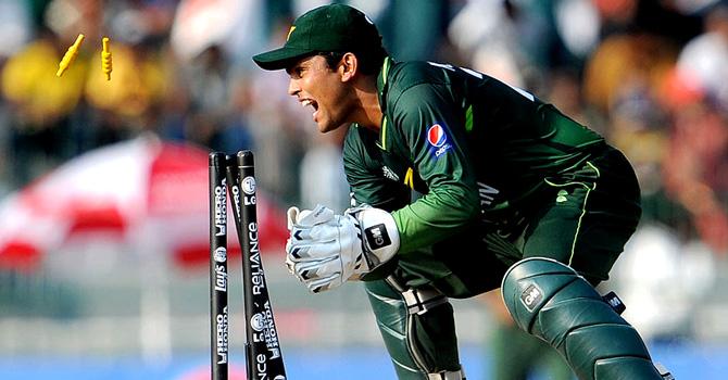भारतीय टीम के विकेटकीपर महेन्द्र सिंह धोनी ने किया टी-20 क्रिकेट में ये बड़ा कारनामा, बने ऐसा करने वाले दूसरे विकेटकीपर 4