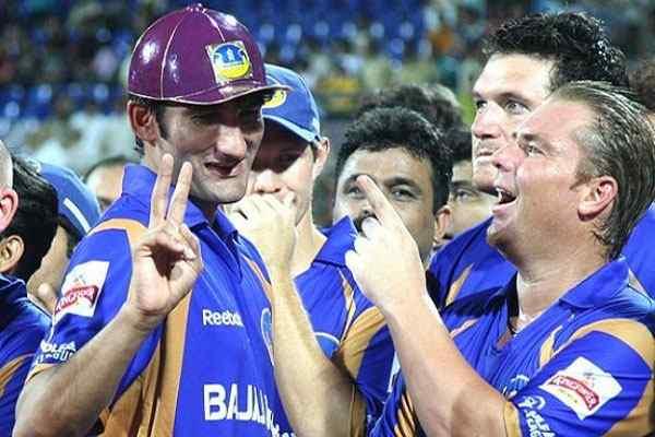 IPL 10: इन 5 गेंदबाजो ने डाले है आईपीएल इतिहास में अब तक के सबसे बढ़िया स्पेल, जब बेबस नजर आये थे विरोधी टीम के बल्लेबाज 16