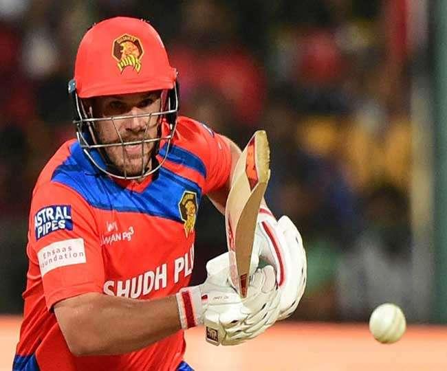 इस खिलाड़ी ने खुद खोला राज, कि क्यों कर रहे थे गेंदबाजो की इतनी धुनाई 10