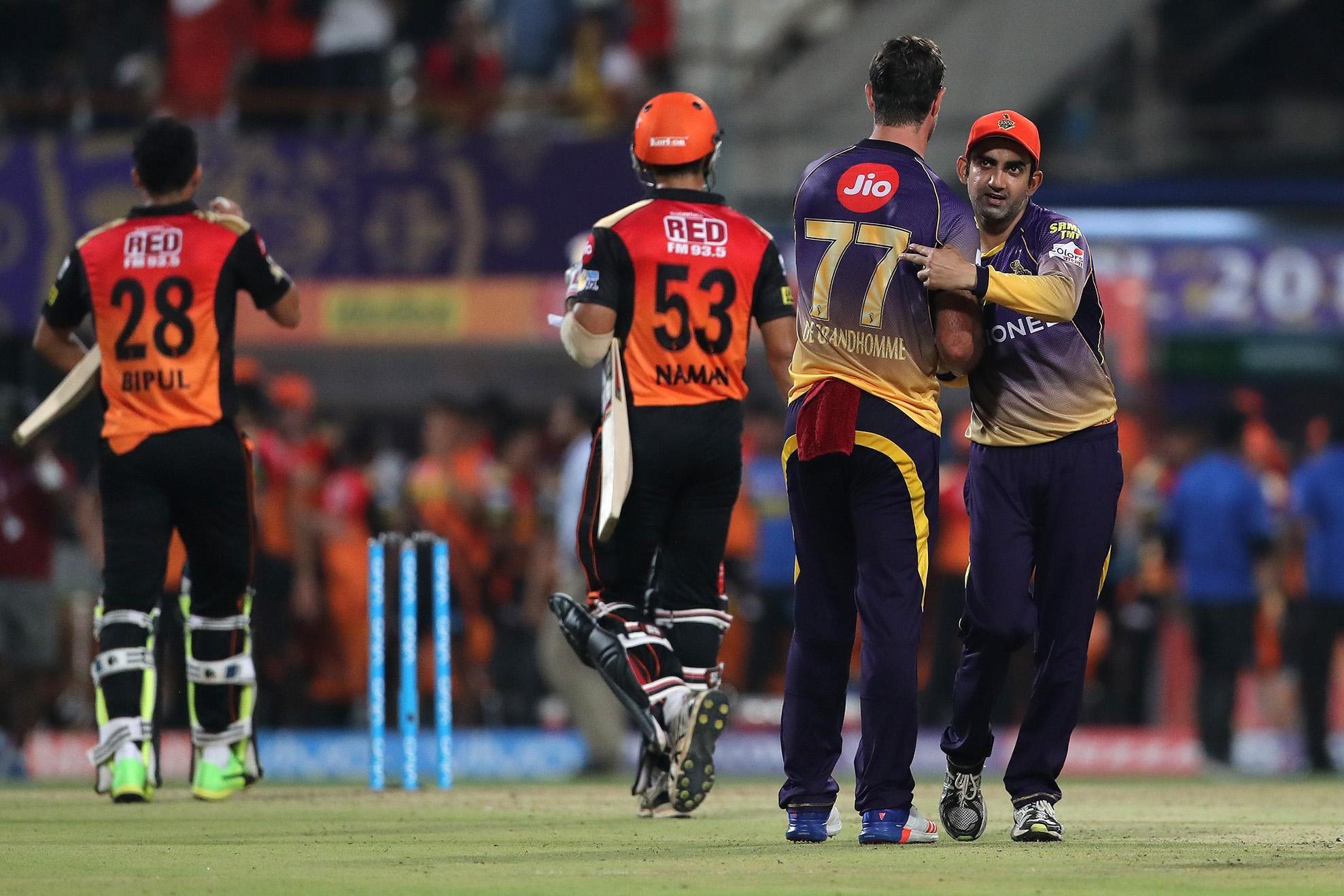 विडियो : जब युवराज का विकेट लेने के लिए गौतम गंभीर बने अंपायर 1