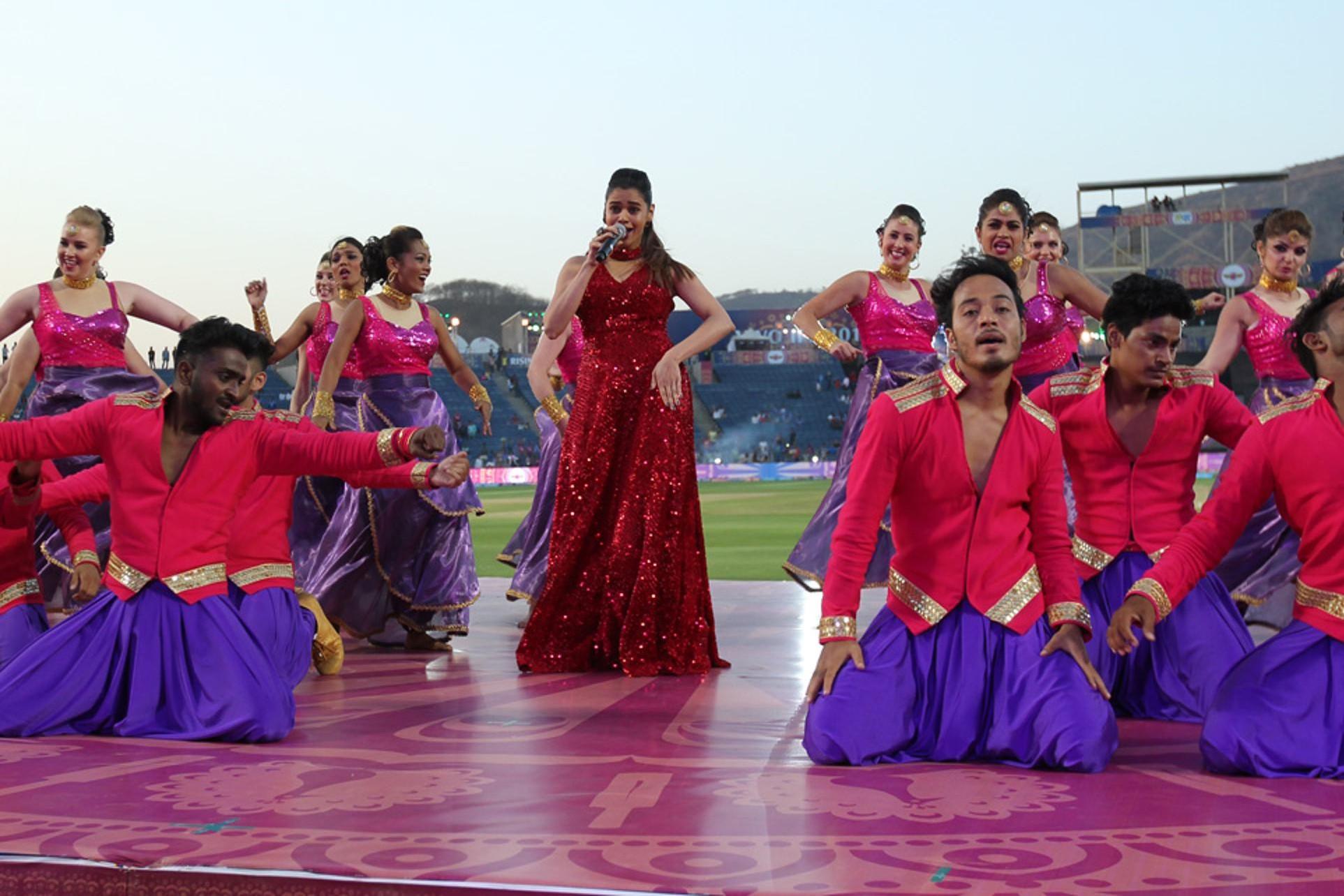 IPL 10: पुणे में हुई आईपीएल के दसवें सत्र की दूसरी जोरदार ओपनिंग सेरेमनी, तस्वीरों में देखे झलक 1