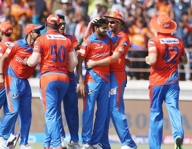 एक मजदूर के बेटे ने पहले ही मैच में दिखाया अपनी प्रतिभा का दम, आईपीएल में किया पदार्पण में ये बड़ा कमाल 9