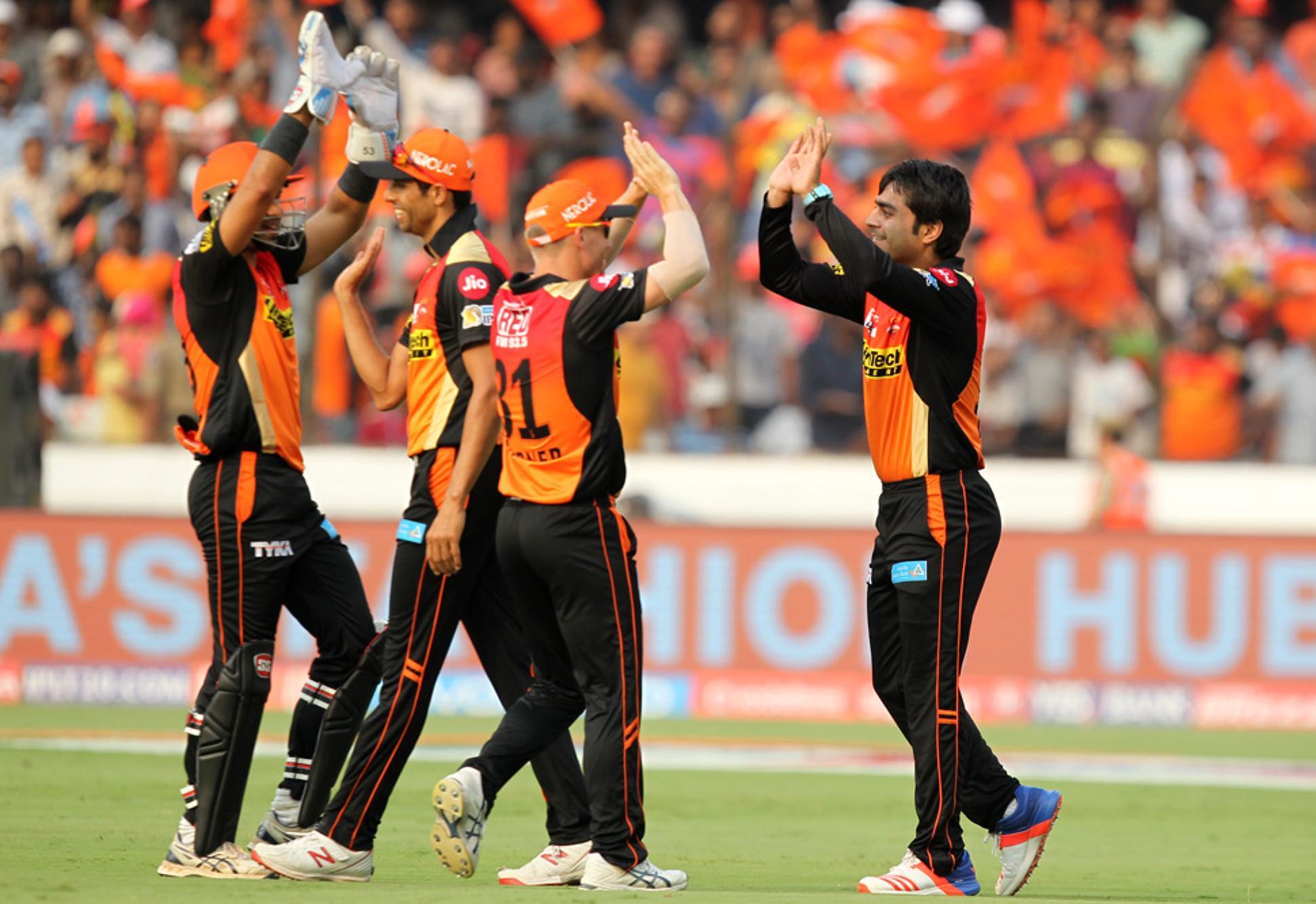 SRH V GL: दो मैचों में केवल एक ही विकेट हासिल कर पाने वाली गुजरात लायंस का लोगों ने जमकर उड़ाया मज़ाक 1