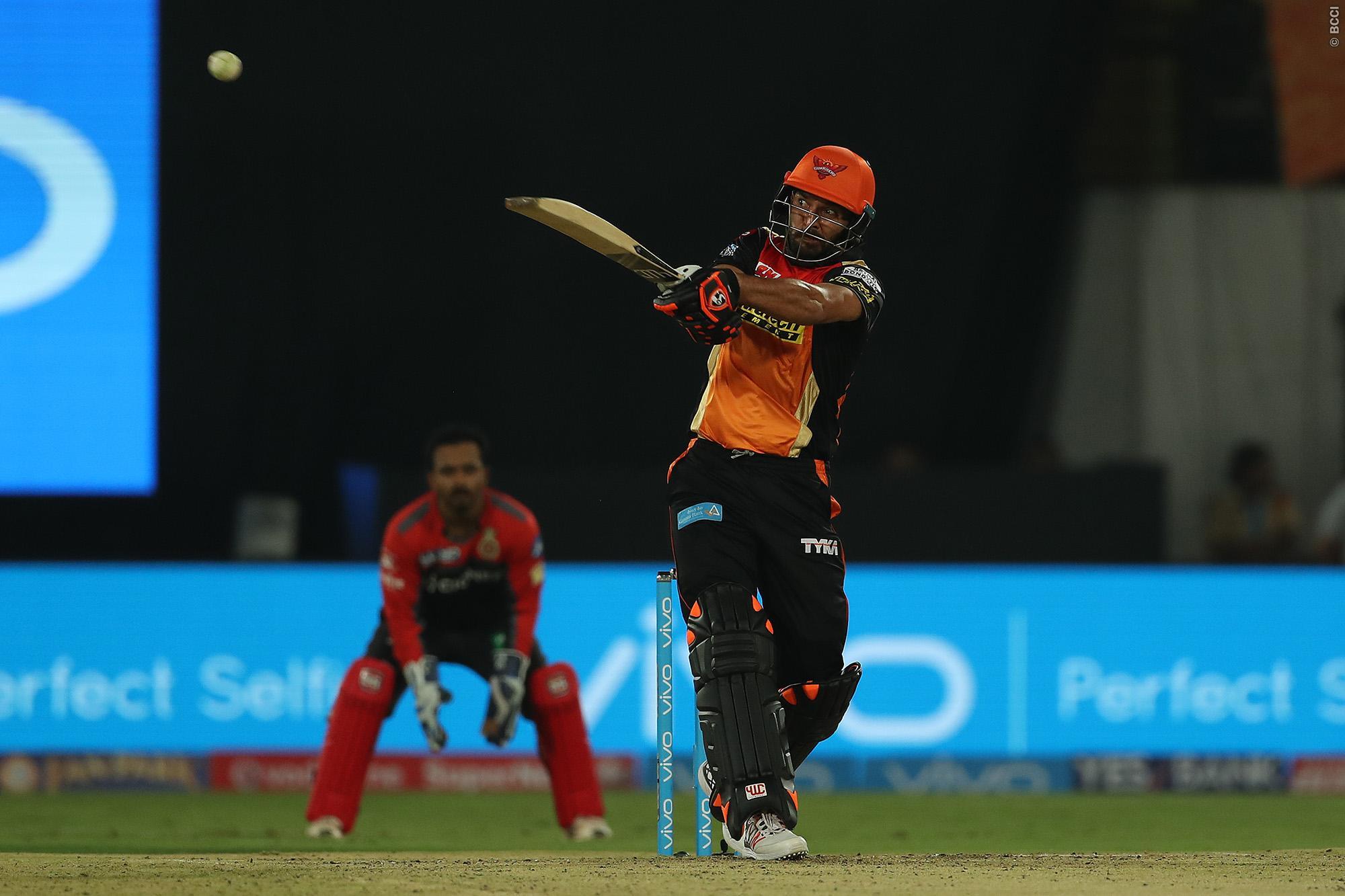 विडियो: आईपीएल के पहले ही मैच मे युवराज सिंह ने खेली आतिशी पारी मात्र 27 गेंदों में बना डाले 62 रन 1