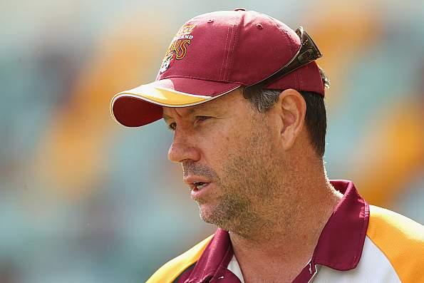 रोमांचक मैच में हार के बाद आईसीसी ने लगाया वेस्टइंडीज के कोच पर मैच फीस का 25% जुर्माना 16