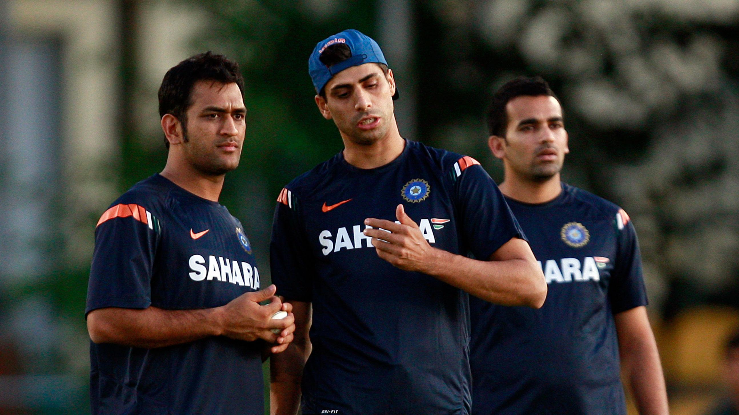 कोहली, धोनी व चयनकर्ताओ को नहीं बल्कि इन 2 दिग्गज खिलाड़ियों को दिया आशीष नेहरा ने अपनी वापसी का श्रेय 59