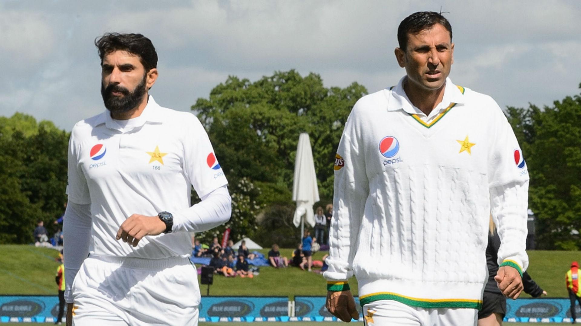 पाकिस्तान के 2 दिग्गजों के एकसाथ सन्यास लेने के फैसले के खिलाफ उतरे पूर्व दिग्गज खिलाड़ी 18