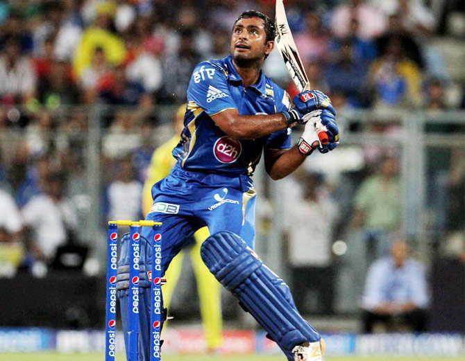 """अम्बाती रायडू ने बुजुर्ग को टक्कर मार की धक्का मुक्की, आईपीएल टीम के मालिक ने कसा तंज """"कोई इन्हें सीसा लाकर दो"""" 15"""