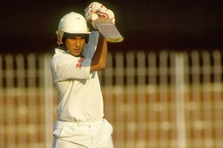 क्या आप नहीं जानना चाहेंगे, कि किसने गिफ्ट किया था सचिन को उनके जीवन का पहला बैट 16