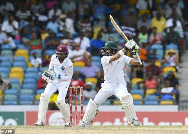 अपनी आखिरी अन्तराष्ट्रीय सीरीज खेल रहे पाकिस्तान के दिग्गज को झेलना पड़ा ये शर्मनाक पल 12