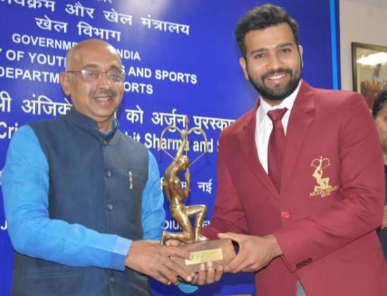 भारतीय खेल मंत्री भी हुए रोहित शर्मा के मुरीद, ट्वीट कर जाहिर अपनी एक बड़ी इच्छा 2