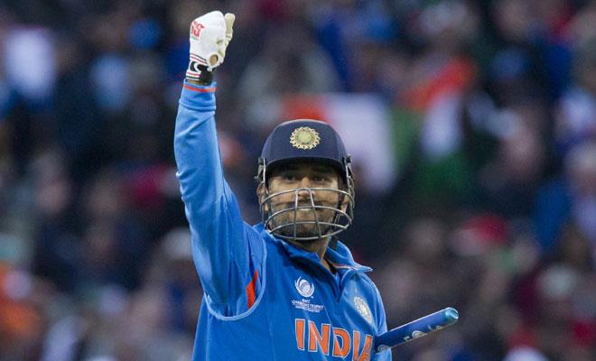 महेंद्र सिंह धोनी ने विराट कोहली के चैरिटी डिनर में किया उस गेंदबाज़ का खुलासा, जिससे उन्हें लगता था सबसे ज्यादा डर 1