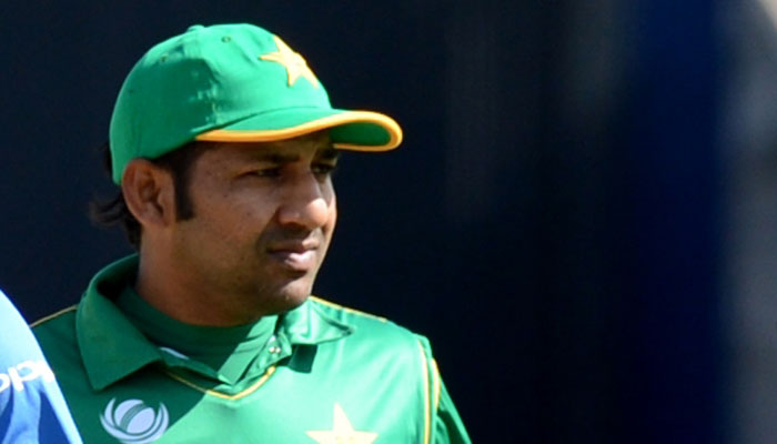 पाकिस्तान के कप्तान सरफराज अहमद को मैदान में आया गुस्सा, अपने इस युवा खिलाड़ी को बीच मैदान में दी गंदी-गंदी गालियां 1