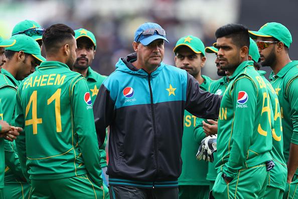 शर्मनाक हार के बाद कोच को हटाने की मांग कर रहे है पाकिस्तान के पूर्व दिग्गज खिलाड़ी