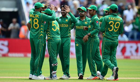 विडियो : 38.3 ओवर में देखने को मिला पाकिस्तानी फील्डर के हाथो इस चैंपियंस ट्रॉफी का सबसे बेहतरीन कैच 1