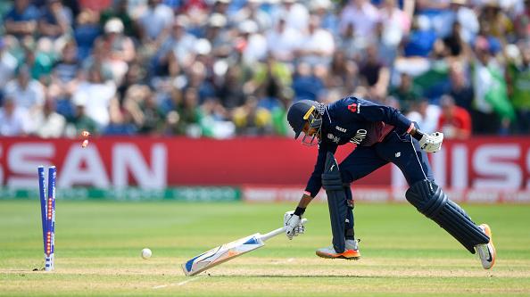 विडियो : 38.3 ओवर में देखने को मिला पाकिस्तानी फील्डर के हाथो इस चैंपियंस ट्रॉफी का सबसे बेहतरीन कैच 2