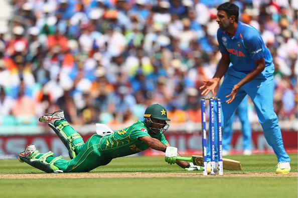 ट्विटर रिएक्शन : पाकिस्तान ने दिखाया शानदार खेल सोशल मीडिया पर भारतीय टीम का उड़ रहा हैं मजाक 1