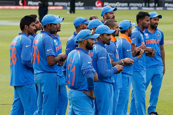 वीडियो: पाकिस्तानीयों ने भारतीय खिलाड़ियों का उड़ाया मजाक इस पर मोहम्मद शमी को आया गुस्सा, लेकिन धोनी ने किया बीच बचाव 2